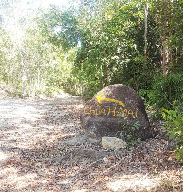 Khám phá và leo núi Dinh - Hòn đá chỉ đường