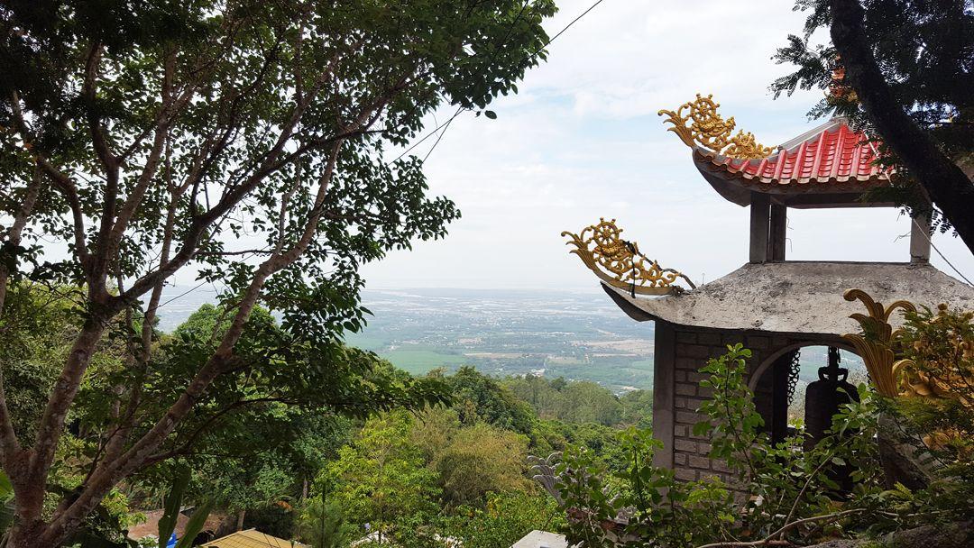 Chùa Hang Mai vẫn đang xây dựng ngổn ngang qua nhiều năm