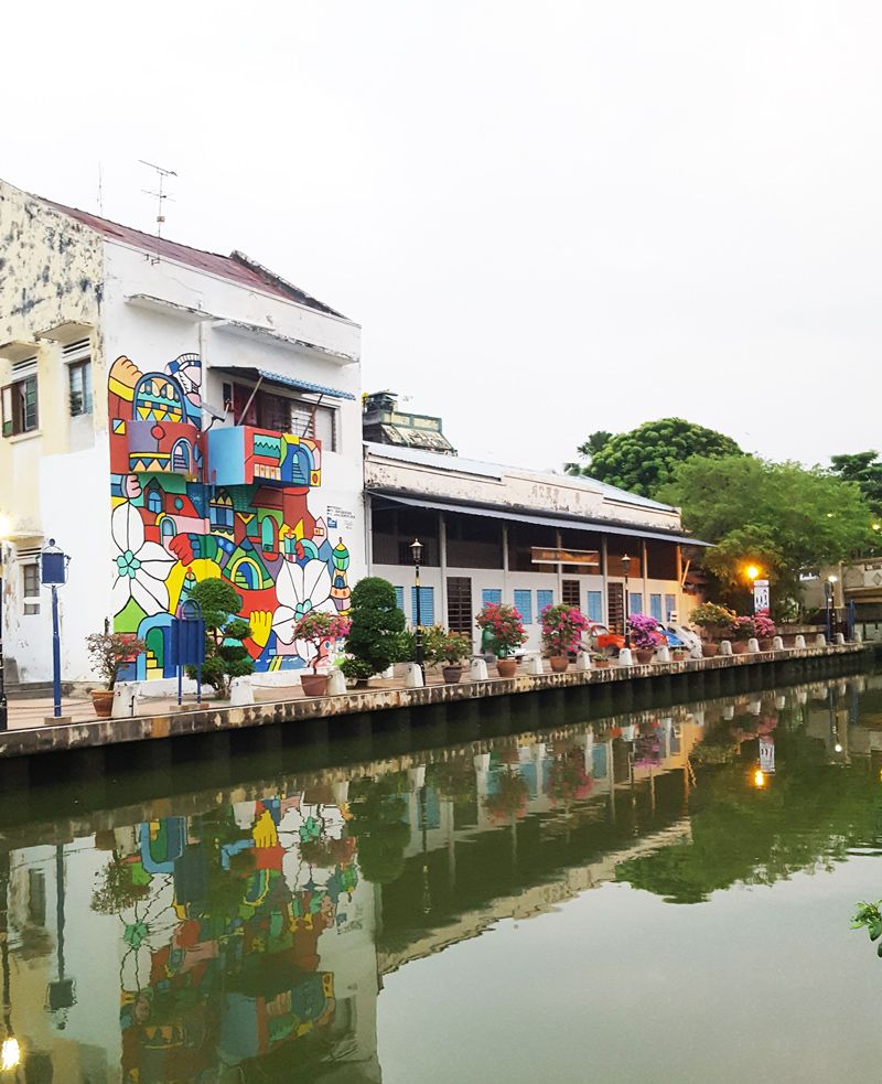 Chia sẻ kinh nghiệm du lịch bụi Melaka - Hình vẽ trang trí trên tường nhà