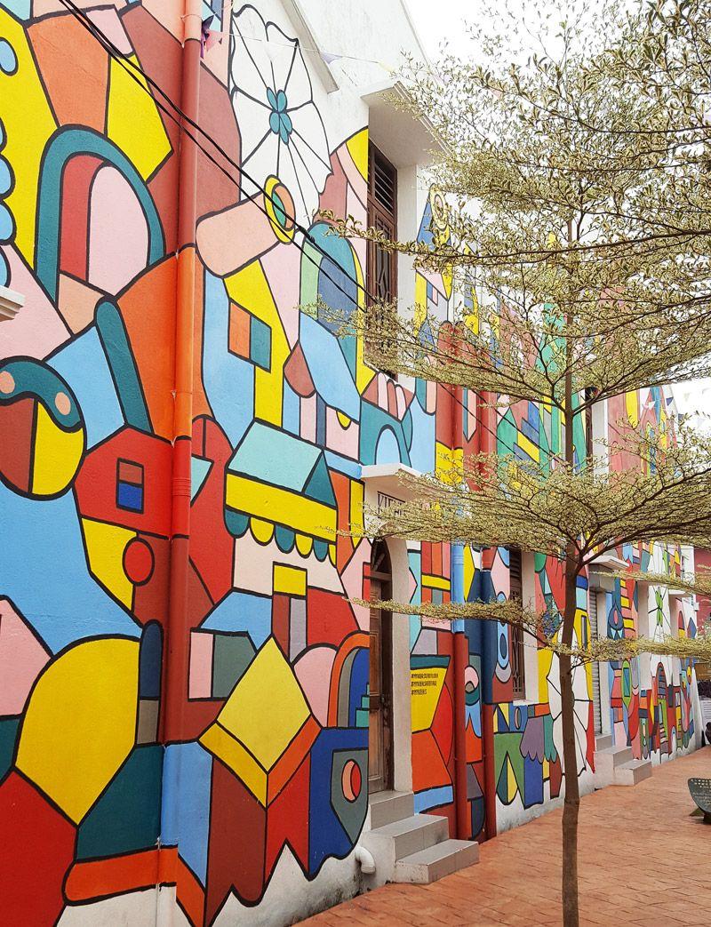 Chia sẻ kinh nghiệm du lịch bụi Melaka - Bức tường trang trí nhiều màu sắc