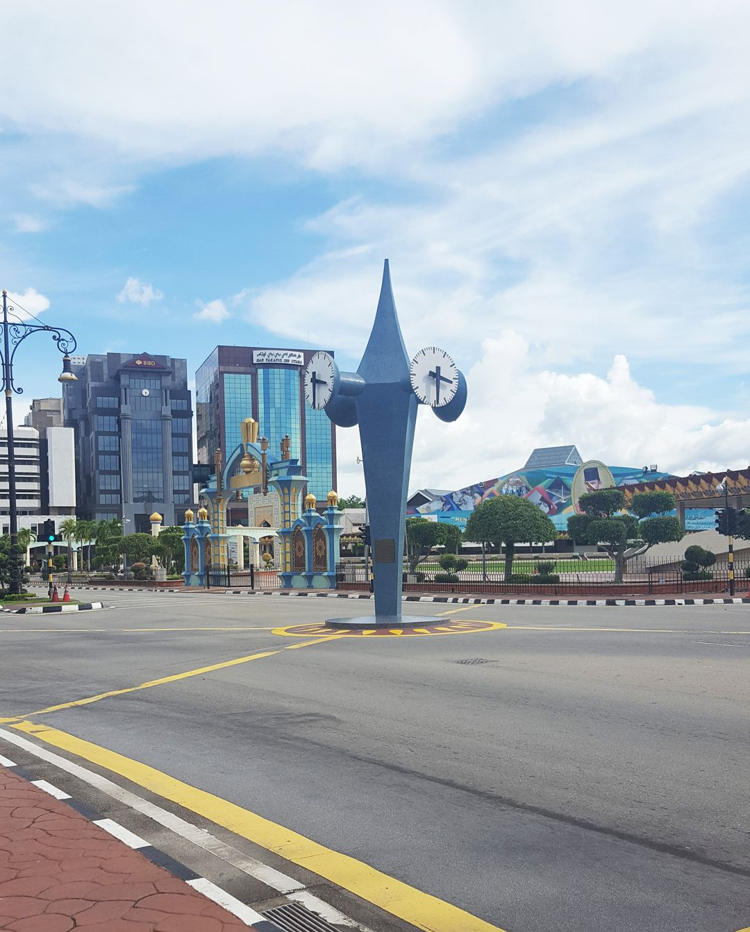 Du lịch bụi Brunei - Tháp đồng hồ Memorial Clock