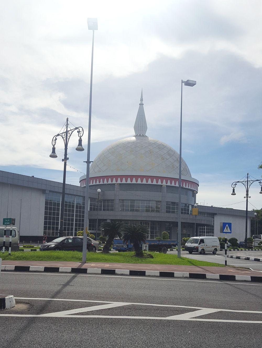 Du lịch bụi Brunei - Bảo tàng Brunei Royal Regalia