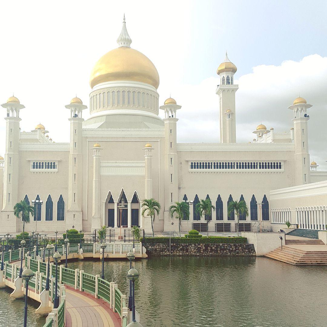 Du lịch bụi Brunei - Thánh đường Omar Ali Saifuddien Mosque