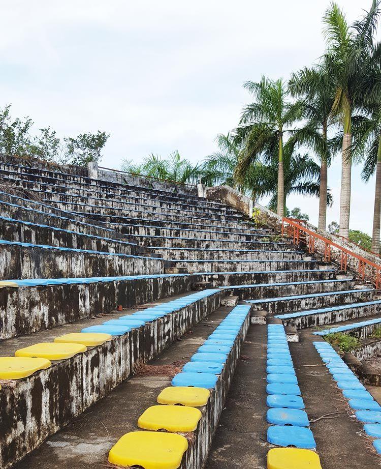 Công viên nước hồ Thủy Tiên - khán đài bị bỏ hoang