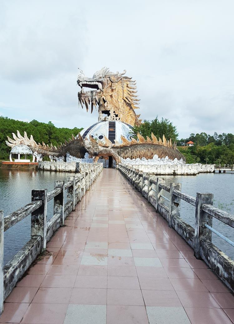 Công viên nước hồ Thủy Tiên - Ốc đảo hình đầu rồng ở giữa hồ