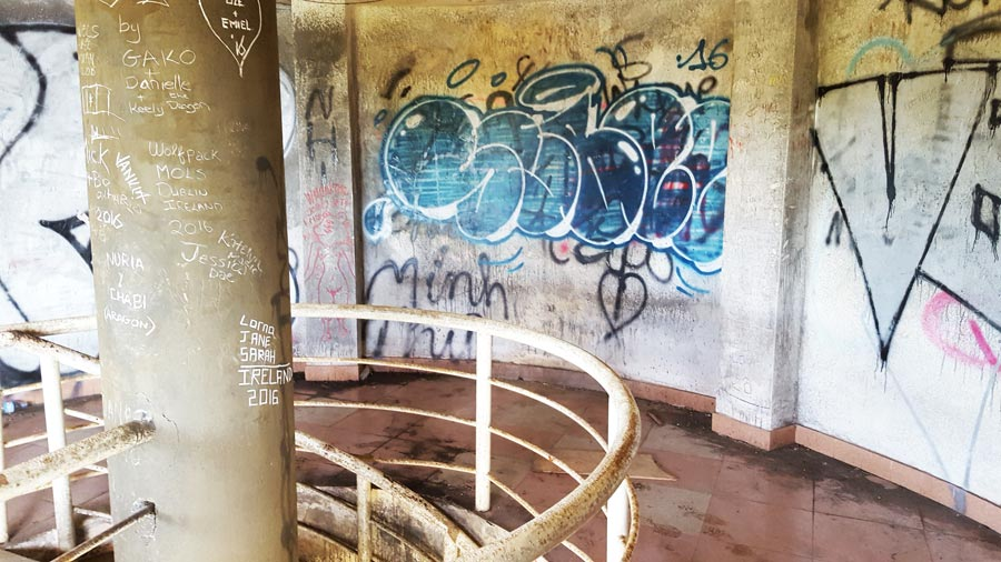 Công viên nước hồ Thủy Tiên - Hình vẽ graffiti trên tường