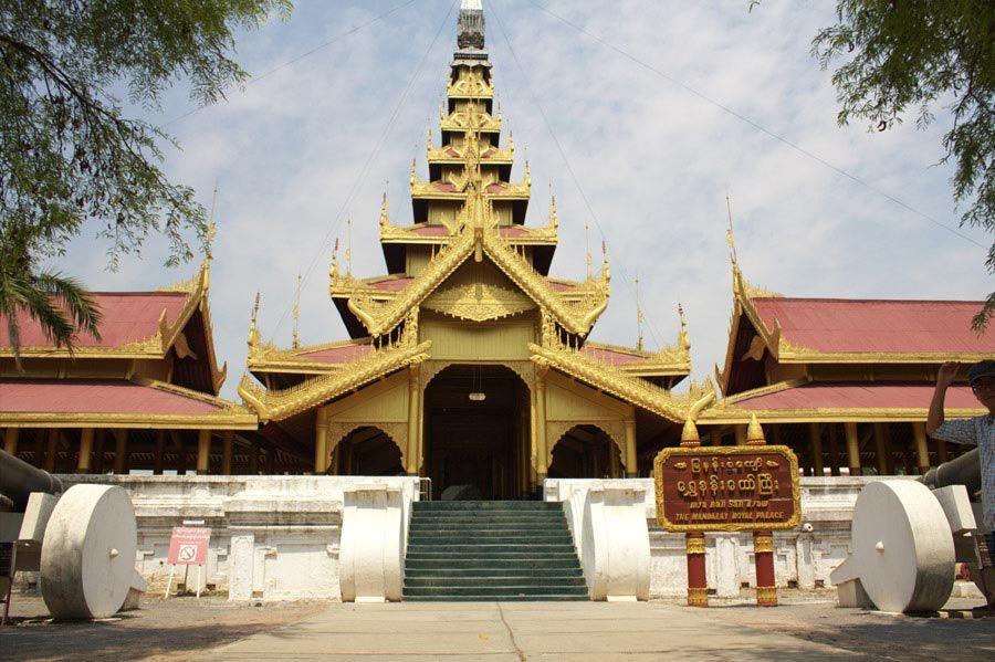 Chia sẻ kinh nghiệm du lịch bụi Myanmar 18 - Mandalay Royal Palace