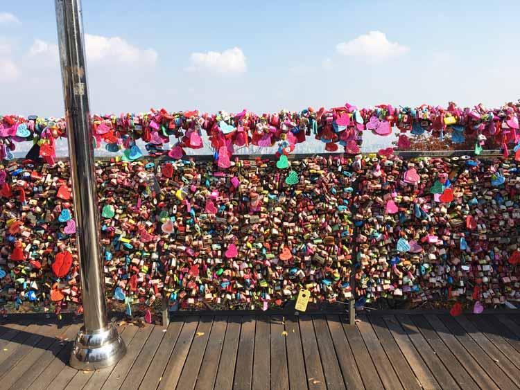 Chia sẻ kinh nghiệm du lịch bụi Hàn Quốc trong 8 ngày - hình 15 - Ổ khóa tình yêu