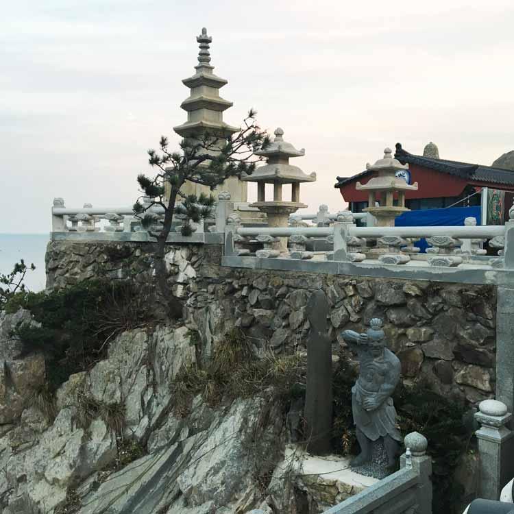 Chia sẻ kinh nghiệm du lịch bụi Hàn Quốc trong 8 ngày - hình 8 - Chùa Haedong Yonggungsa Temple