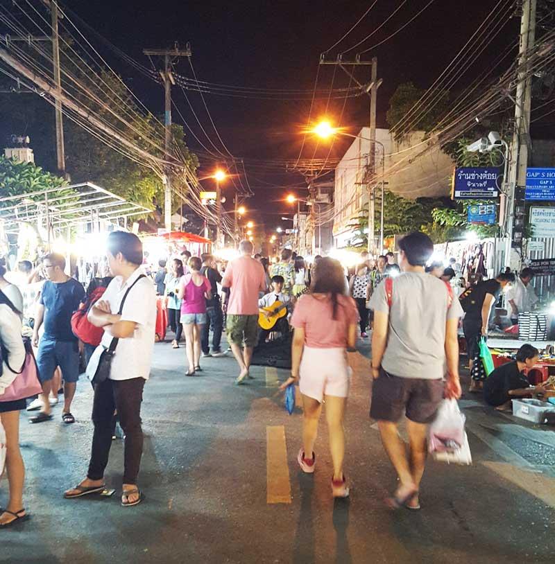 Kinh nghiệm du lịch bụi Thái Lan 18 - Sunday Market