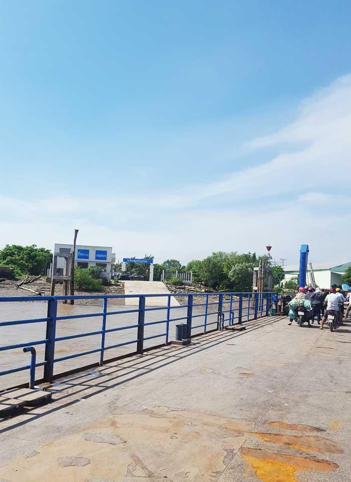 Khám phá 9 cửa sông của hệ thống sông Cửu Long 12 - Phà cập bến tỉnh Bến Tre