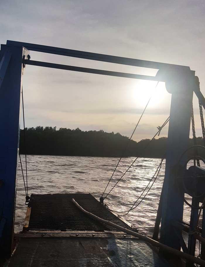Khám phá 9 cửa sông của hệ thống sông Cửu Long 32 - Trên chuyến đò chiều qua xã Mỹ Long