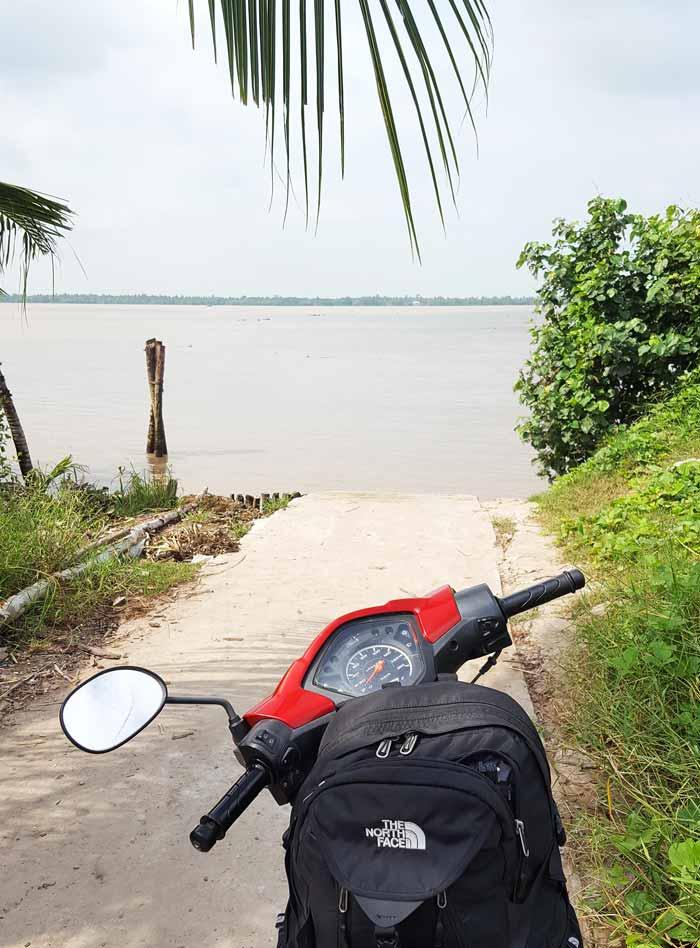Khám phá 9 cửa sông của hệ thống sông Cửu Long 44 - Chờ đò heo hút mình ên