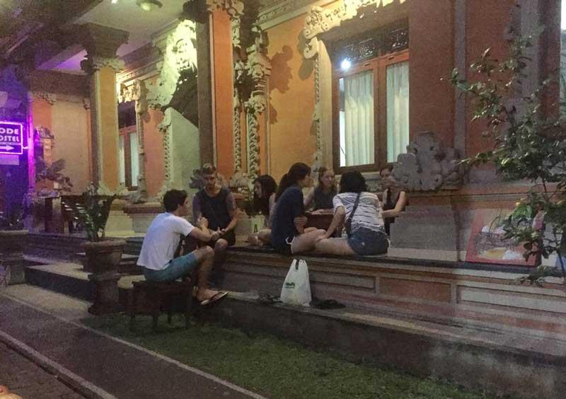 Phòng Dorm là gì - Sảnh chung ở Ubud