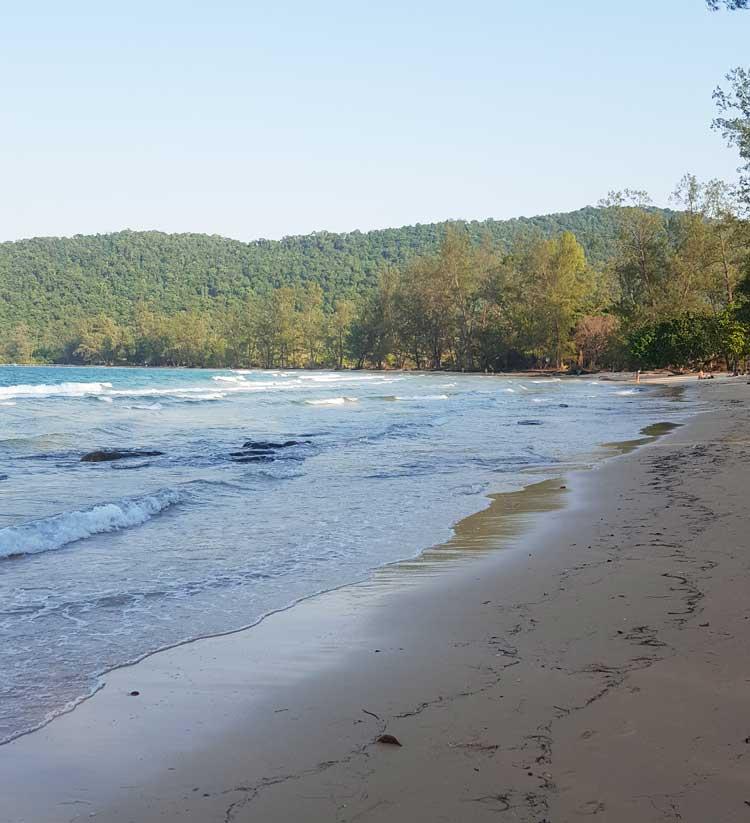 Chia sẻ kinh nghiệm du lịch bụi đảo Koh Rong Sanloem 16 - Bãi biển vắng bóng người