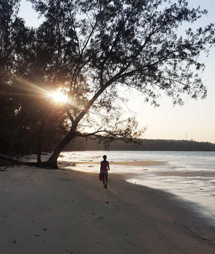 Chia sẻ kinh nghiệm du lịch bụi đảo Koh Rong Sanloem 17 - Bãi biển chiều tàn