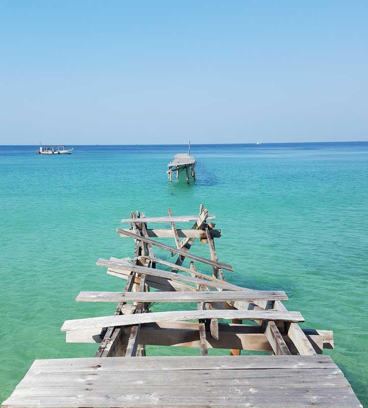 Chia sẻ kinh nghiệm du lịch bụi đảo Koh Rong Sanloem 21 - Cây cầu gãy ở bãi Sunset