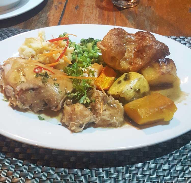 Chia sẻ kinh nghiệm du lịch bụi đảo Koh Rong Sanloem 25 - Món ăn Âu