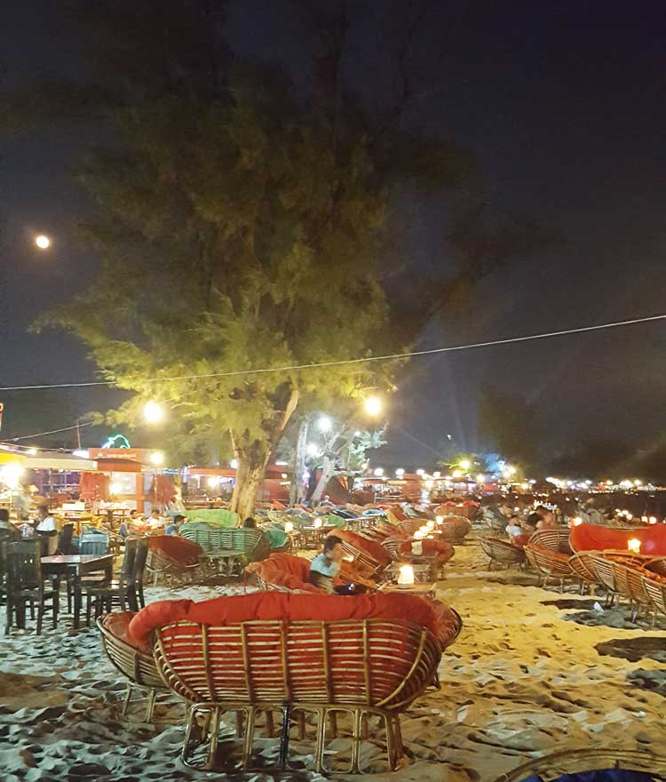 Chia sẻ kinh nghiệm du lịch bụi đảo Koh Rong Sanloem 8 - Bãi biển Ou Chheuteal buổi tối
