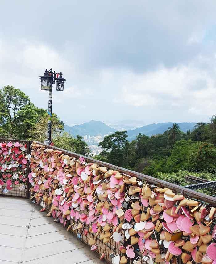 Chia sẻ kinh nghiệm du lịch bụi Penang Malaysia 20 - Penang Hill love bridge