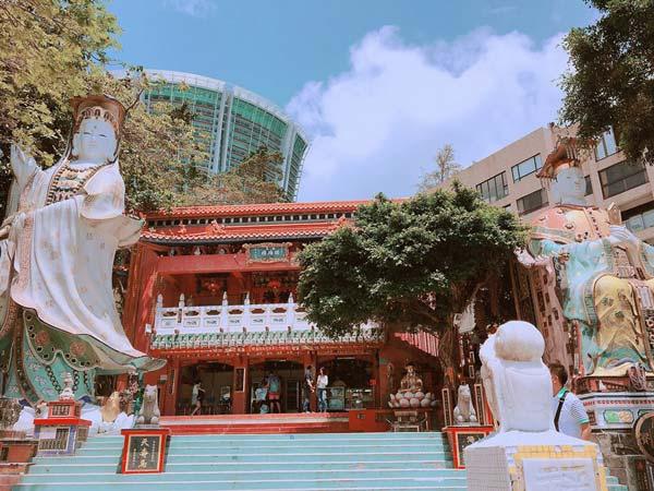Chia sẻ kinh nghiệm du lịch bụi Hồng Kông - Đền-Tin-Hau-and-Kwun-Yim-Statues