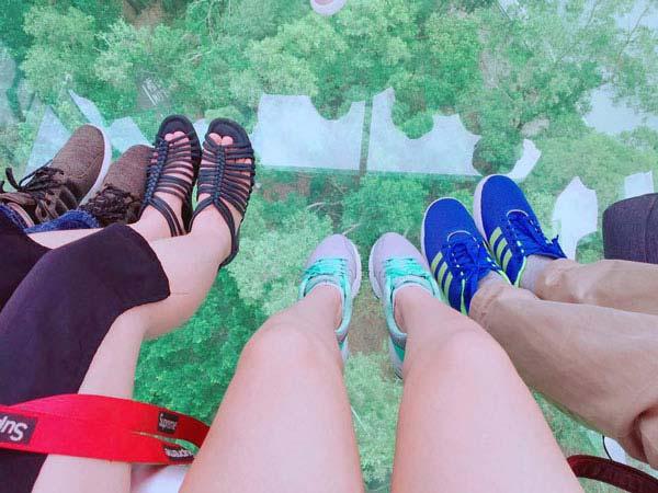 Chia sẻ kinh nghiệm du lịch bụi Hồng Kông - Cáp treo đáy kính