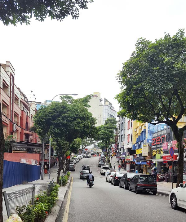 Chia sẻ kinh nghiệm du lịch bụi Malaysia - Đường phố KL sáng sớm