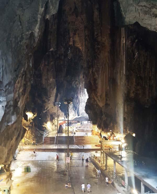 Chia sẻ kinh nghiệm du lịch bụi Malaysia - Động Batu Caves