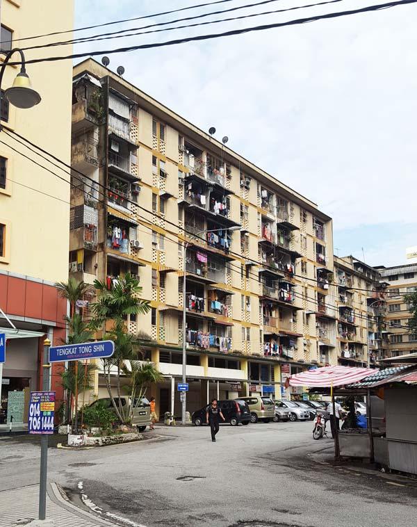 Chia sẻ kinh nghiệm du lịch bụi Malaysia - Một chung cư ở Kuala Lumpur