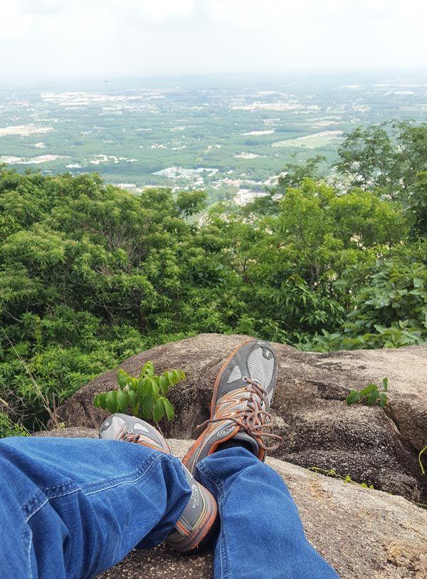 Chia sẻ kinh nghiệm leo núi Thị Vải 29 - Chụp hình ở tảng đá lớn